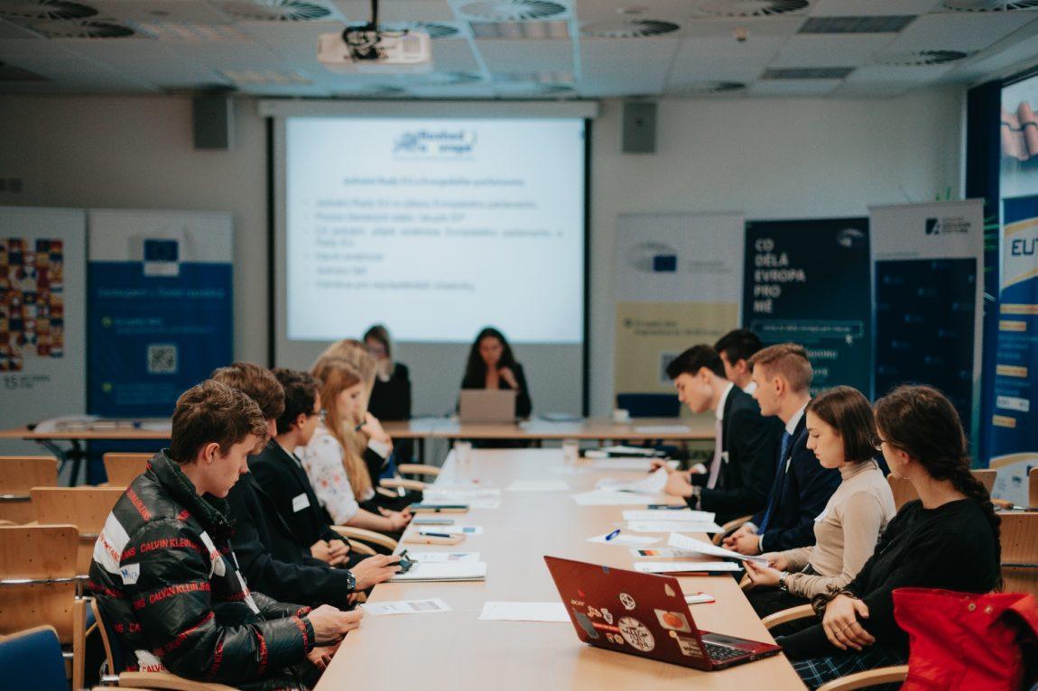 """Regionální semináře české části """"Rozhoduj oEvropě – Staň se na den tvůrcem evropské politiky"""" jsou takřka vpolovině!"""
