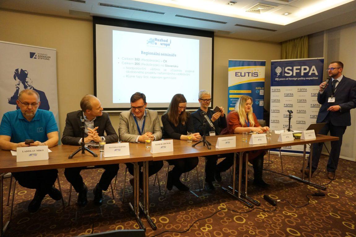 """Bratislavské modelové zasedání projektu """"Rozhoduj oEvropě"""" bylo zahájeno"""