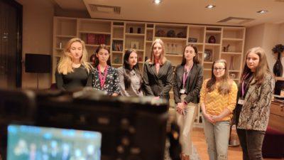 """Co si myslí mladí lidé? Video vzkazy účastníků projektu """"Rozhoduj oEvropě – Staň se na den tvůrcem evropské politiky"""""""