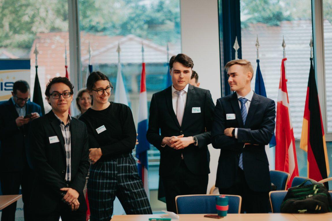 Rozhoduj oEvropě: Zápisy zdiskusních aktivit na seminářích vregionech