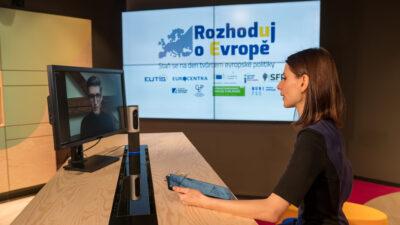 """Rozhovory súčastníky uplynulého ročníku projektu """"Rozhoduj oEvropě – Staň se na den tvůrcem evropské politiky"""" vrežii Konrad-Adenauer-Stiftung"""